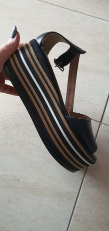 Sandale pe platforma Dreapta