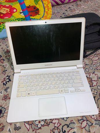 ноутбук самсунг в рабочем состоянии
