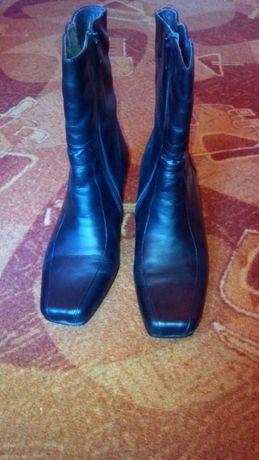 Vand cizme de piele pentru femei