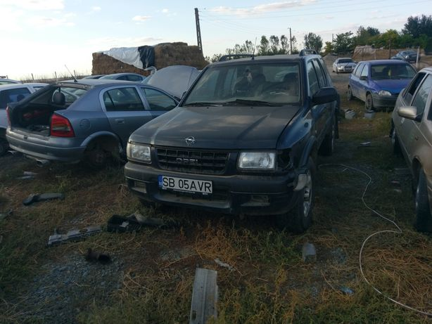 Dezmembrez Opel frontera 2.2 diesel 4x4