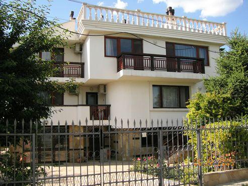 Къща за гости вила под наем Янина Варна - стаи , апартаменти, цялата