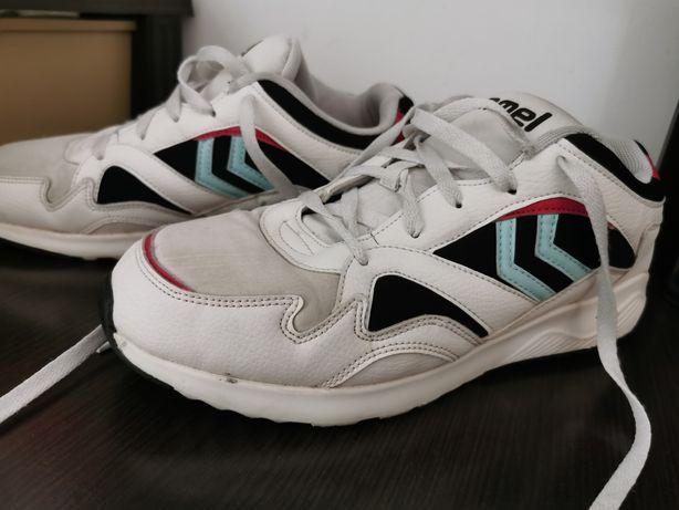 Vând Adidasi hummel