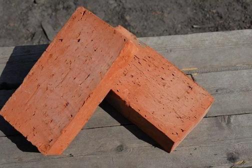 Кирпич забутовочный красный полнотелый