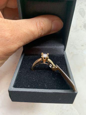 Кольцо с крупным бриллиантом