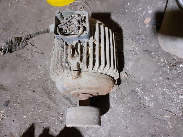 Продам электродвигатель 3 фазный, 2 шт рабочий
