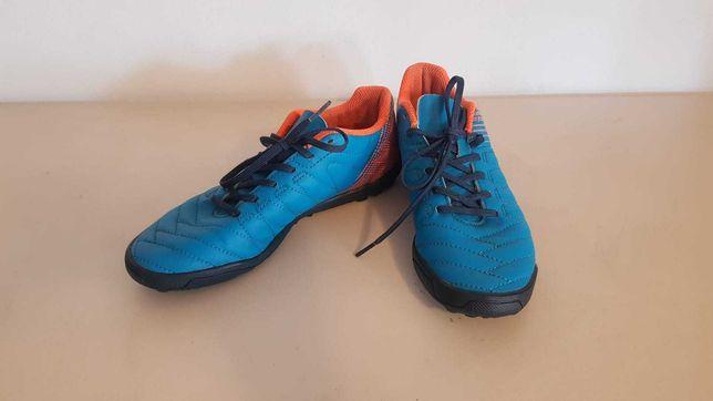 Pantofi sport pt fotbal, stare buna, marimea 35, de la Decathlon