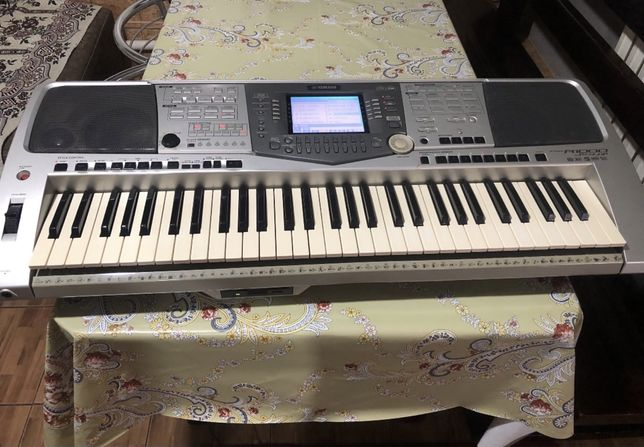 Продам синтезатор