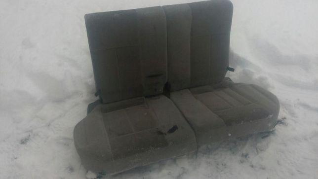 Продам сидения задние на салазках от Мазды 323 модель 2002 года.
