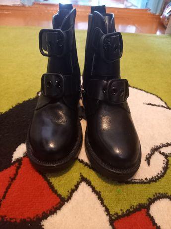 Женская обувь. Новая