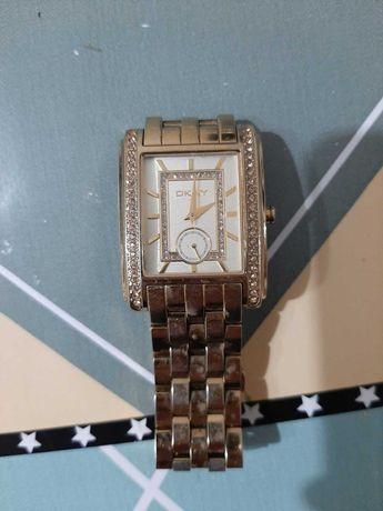 Наручные часы DKNY и QMAX в отличном состоянии