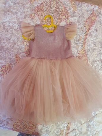 Нарядное платье на девочку 110 см