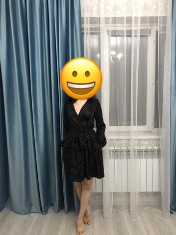 Платье в горошек нарядное в тоже время повседневное