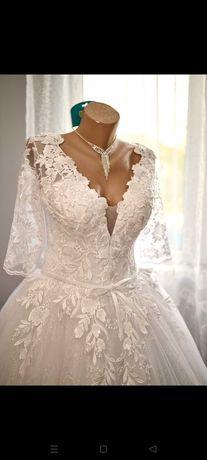 Vând rochie de mireasă cu cerc de 9 și voal de 3,5 m