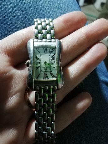 Часы наручные в отличном состоянии