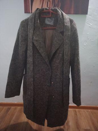 Женское пальто в отличном состоянии