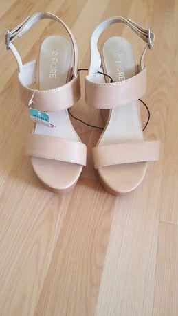 Нови сандали