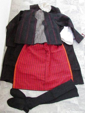 ПРОДАВАМ стара автентична женска Тракийска народна носия от 5 части