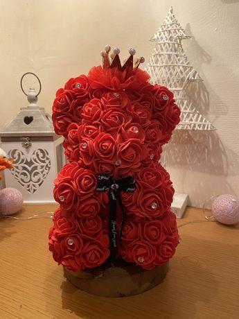 Ursuleti din trandafiri de spuma si aranjamente din flori de sapun