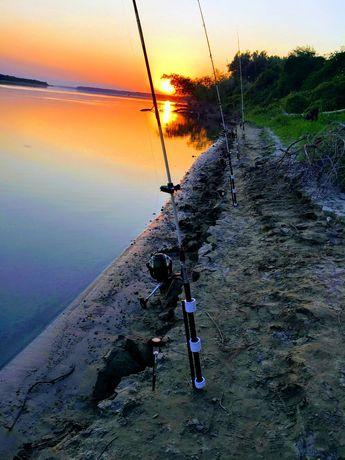 Vand suporti ( cracane)țăruși lansete pescuit dunare mulinete