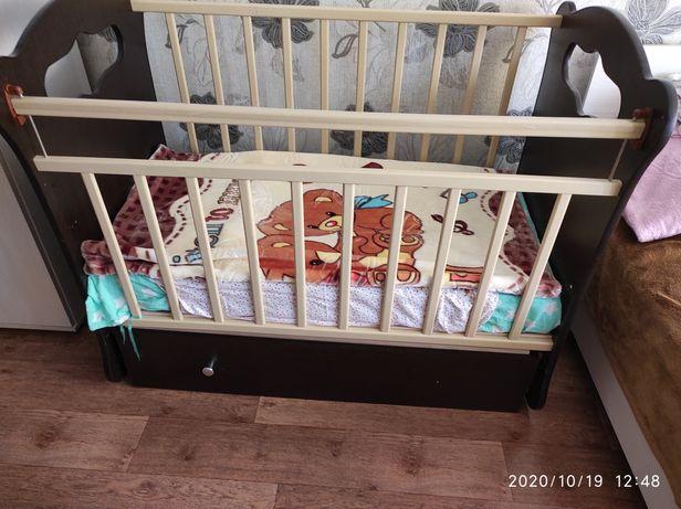 Детская кроватка + матрас и подушка