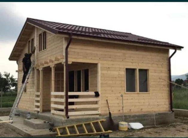 Vand căsuță cabana pe structura de lemn și case din metal