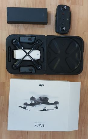 Drona DJI Spark cu 3 acumulatori