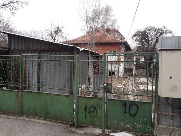 Къща 100 кв.с двор 323 кв./ Замяна/ в кв.Орландовци