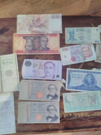 Lot bancnote vechi din diverse tari.