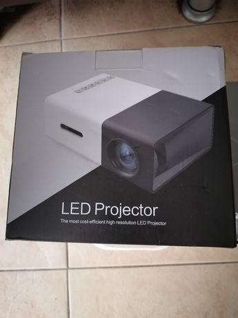 Лед проектор нов