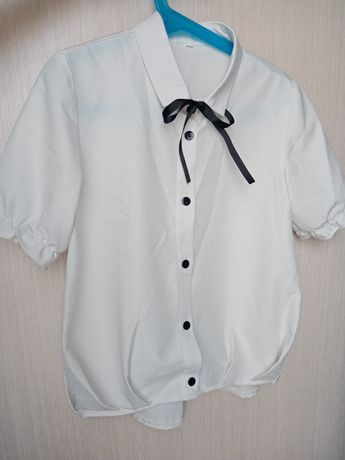 Продам блузки в школу
