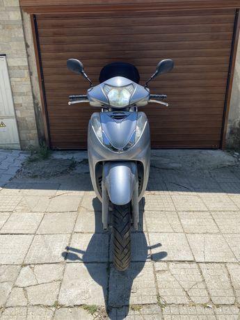 Продавам скутер Honda SH300i 08.28.2009г перфектен