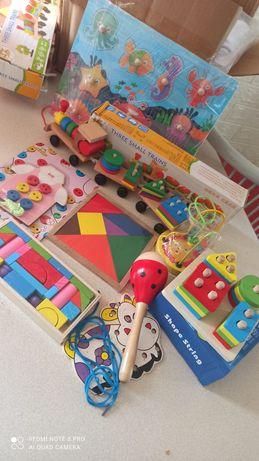 Набор деревянных развивающих игрушек.