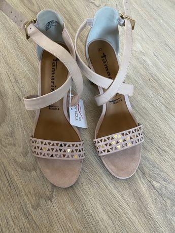 Женская новая обувь