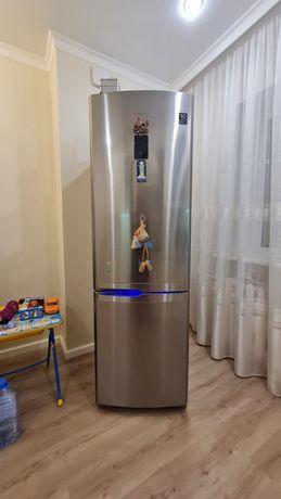 Samsung no frost большой холодильник!Как новый!Торга нет