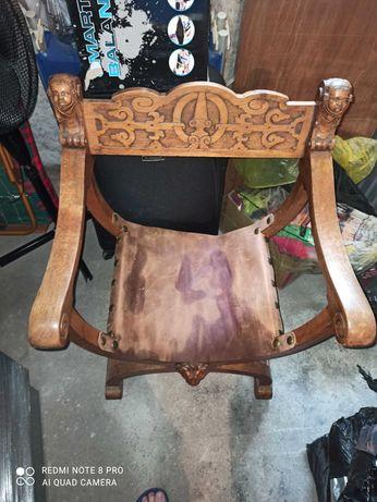 Рицарски стол,масив със орнаменти.
