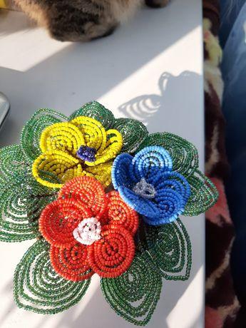 Продам букет цветов из бисера ручной работы