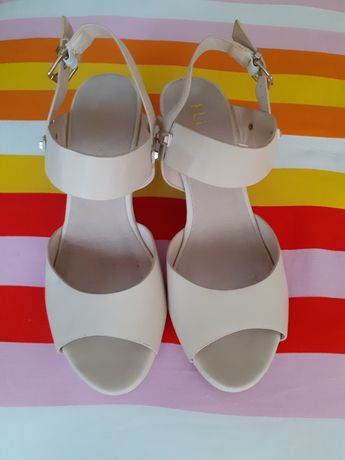Дамски сандали с платформа