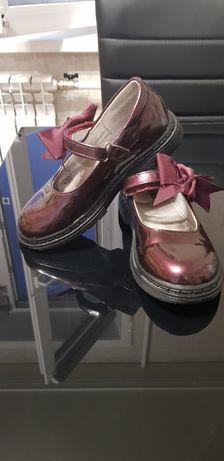 Продам школьные туфельки