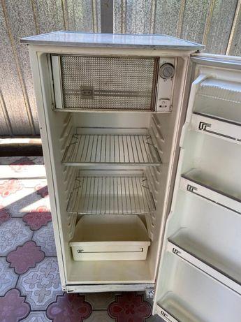 Продается б/у холодильник