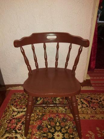 Vând șase scaune, ideale pentru terasă, din lemn, 200 lei/buc.