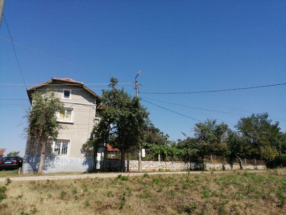 Продавам къща в село Ъглен, Ловешко 100 кв.м,500 КВ. двор ЧАСТНО ЛИЦЕ!