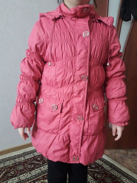 Продам две куртки ветровки LC Waikiki: (розовая и коралловая)
