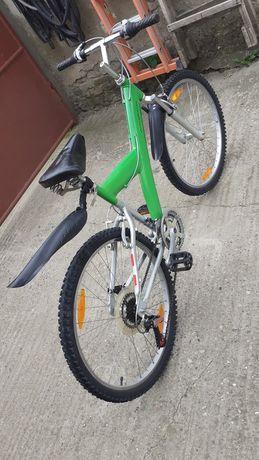 Vând bicicletă cu cadru de aluminiu
