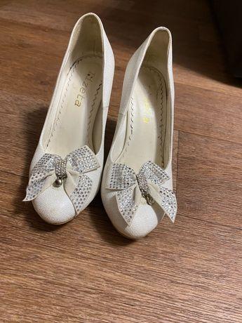 Туфли белые женские