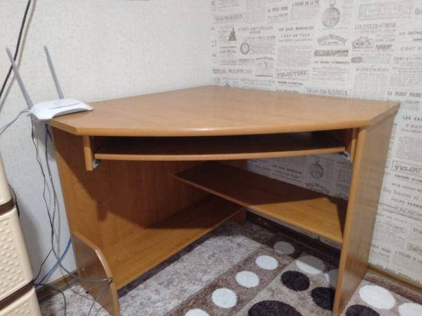 Продам стол угловой