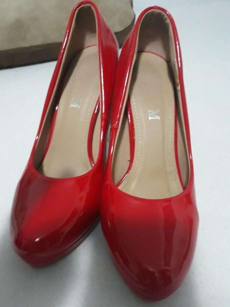 Pantofi Lac  rosii noi nr 38 Musette