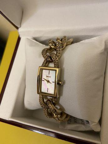 DKNY ceas cu cristale Swarovski de la 3000 RON la la 1400 RON