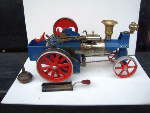 Модел парен трактор