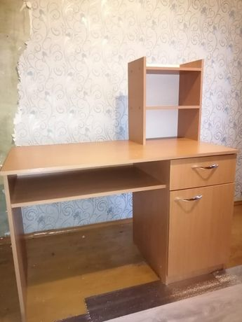 Письменный стол в отличном состоянии