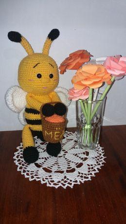 Вязаная игрушка пчёлка